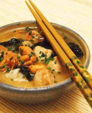 recette soupe miso au poulet et girolles. Black Bedroom Furniture Sets. Home Design Ideas