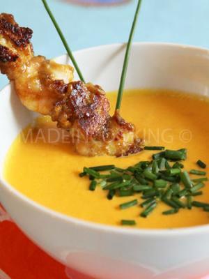 recette soupe froide de carottes poivrons et ma s avec des brochettes de poulet crevettes sauce. Black Bedroom Furniture Sets. Home Design Ideas
