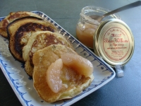 PANCAKES A L ORANGE ET AU MIEL COMPOTEE DE POIRES WILLIAMS ET THYM SAUVAGE
