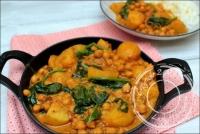 Curry de pommes de terre pois chiches et épinards