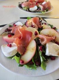 Salade composée aux pêches rôties