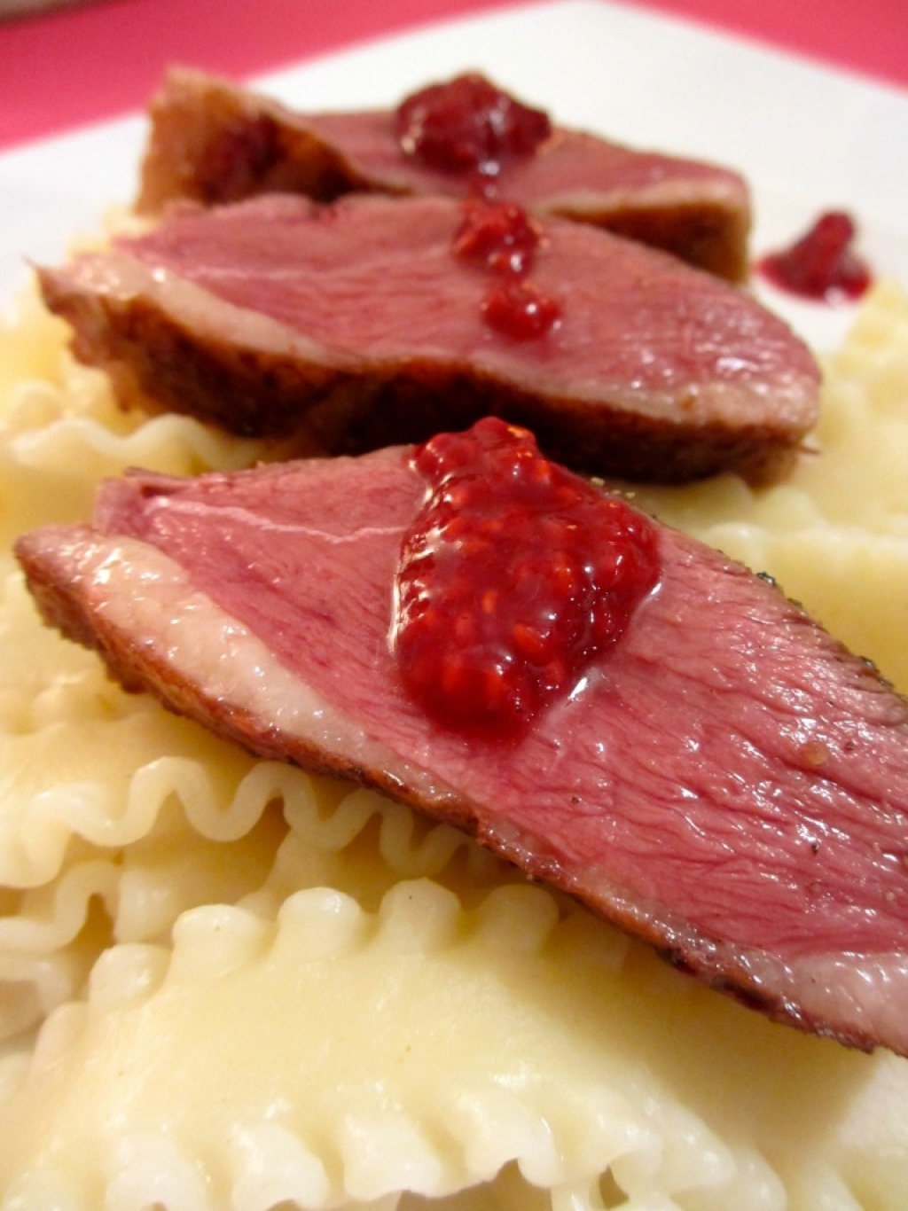 recette magret de canard aux framboises. Black Bedroom Furniture Sets. Home Design Ideas