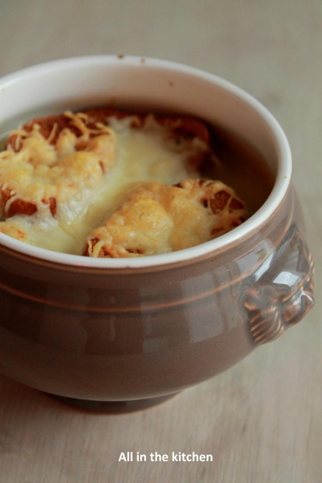 Recette soupe l 39 oignon gratin e 192250 - Soupe a l oignon gratinee ...
