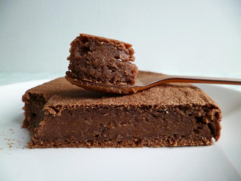 Recette g teau au yaourt moelleux coco et cacao cru avec - Gateau vegan sans gluten ...