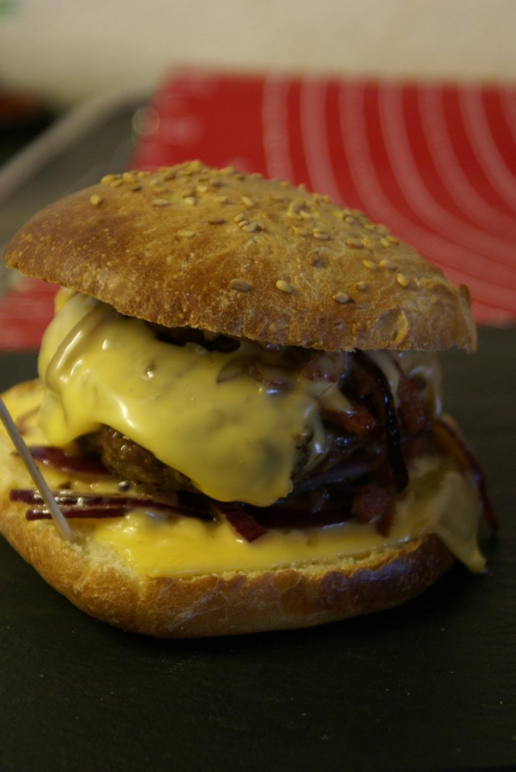 Recette pain et steak hamburger maison - Recette hamburger maison original ...