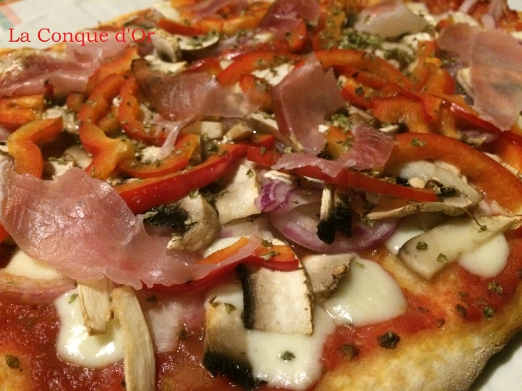 recette pizza au speck poivrons et champignons. Black Bedroom Furniture Sets. Home Design Ideas