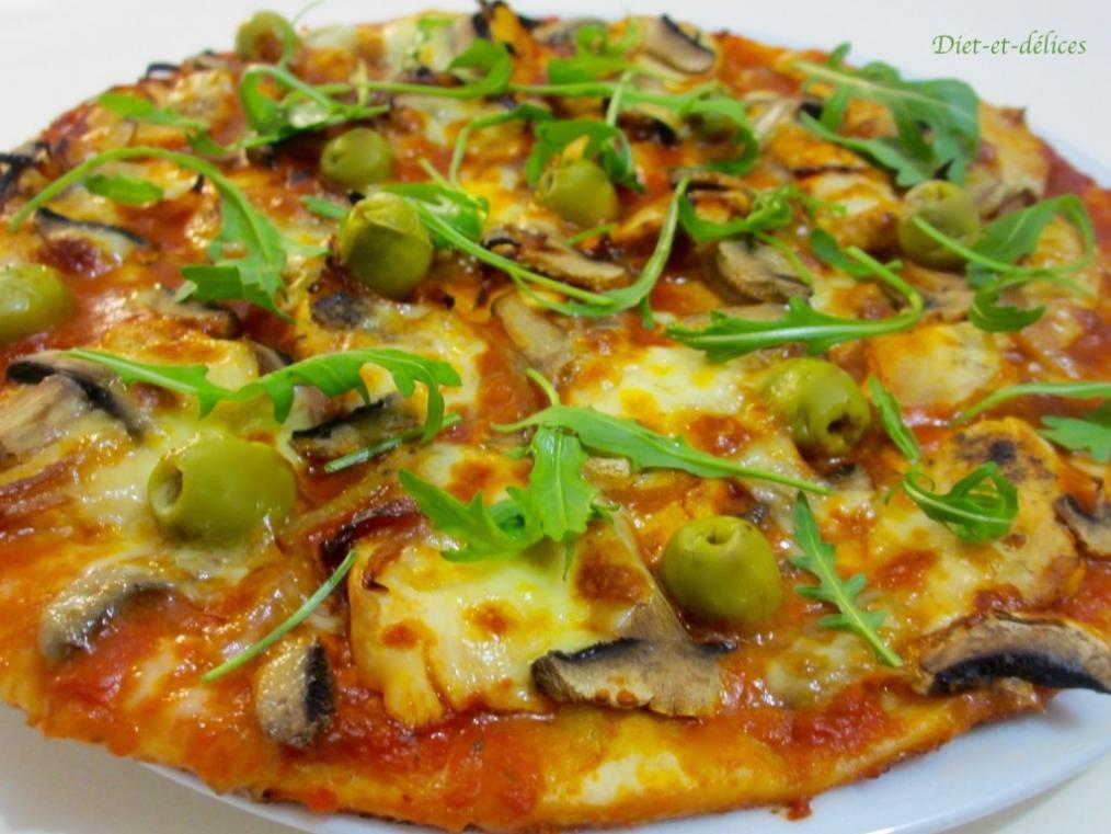 Recette pizza au poulet champignon et roquette